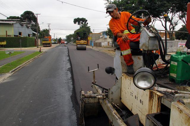 Asfalto sustentável: vereador pede proibição de uso de solventes derivados de petróleo em obras nas ruas curitibanas - Bruno Pessuti
