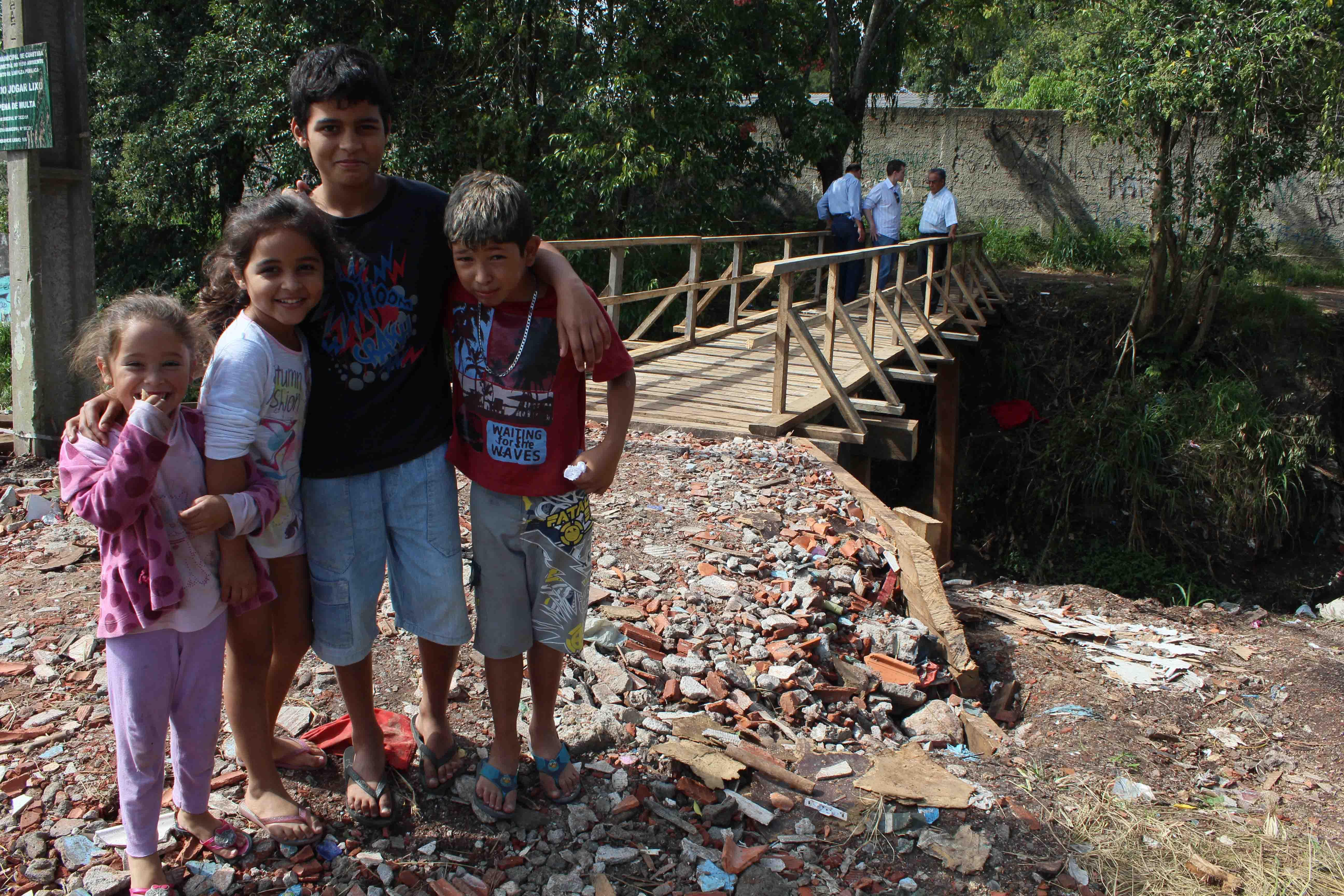 Após insistência do vereador Bruno Pessuti, Prefeitura reforma ponte na Vila São Pedro - Bruno Pessuti