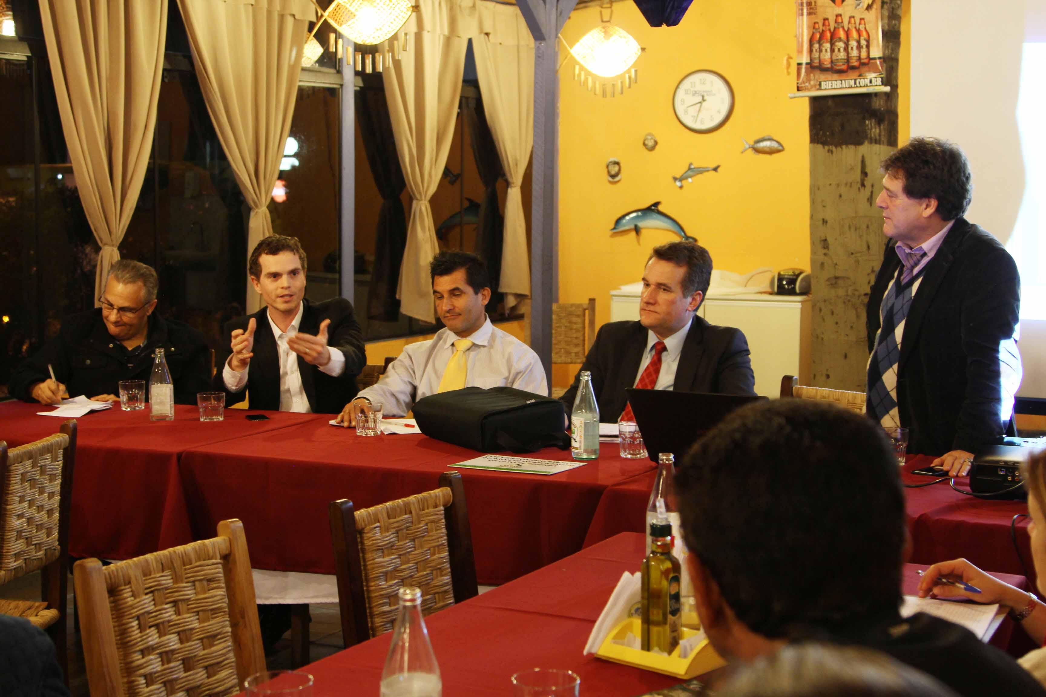 Bruno Pessuti participa de reunião no Conselho de Segurança do bairro Água Verde - Bruno Pessuti