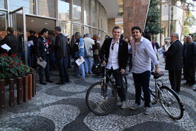 De bicicleta, Bruno Pessuti comparece à 5ª Conferência Municipal da Cidade de Curitiba - Bruno Pessuti